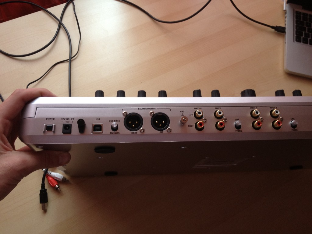 Numark N4 back outputs and inputs