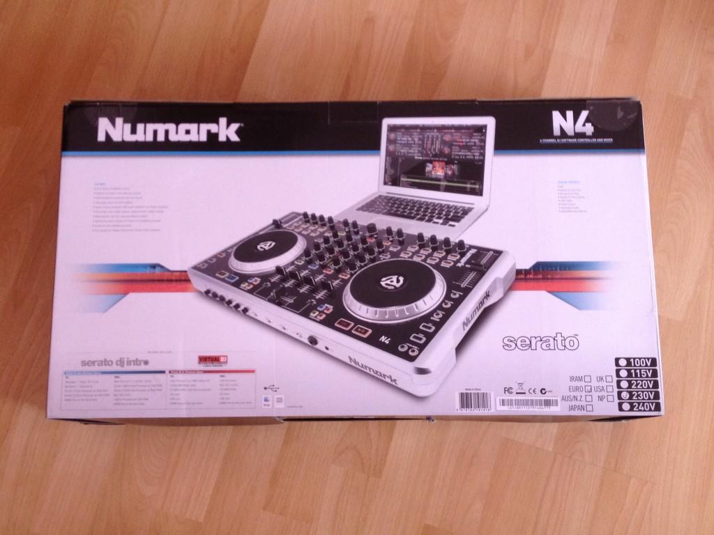 Numark N4 Box